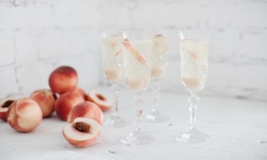 Peach champagne cocktail - ultimo catering & events blog